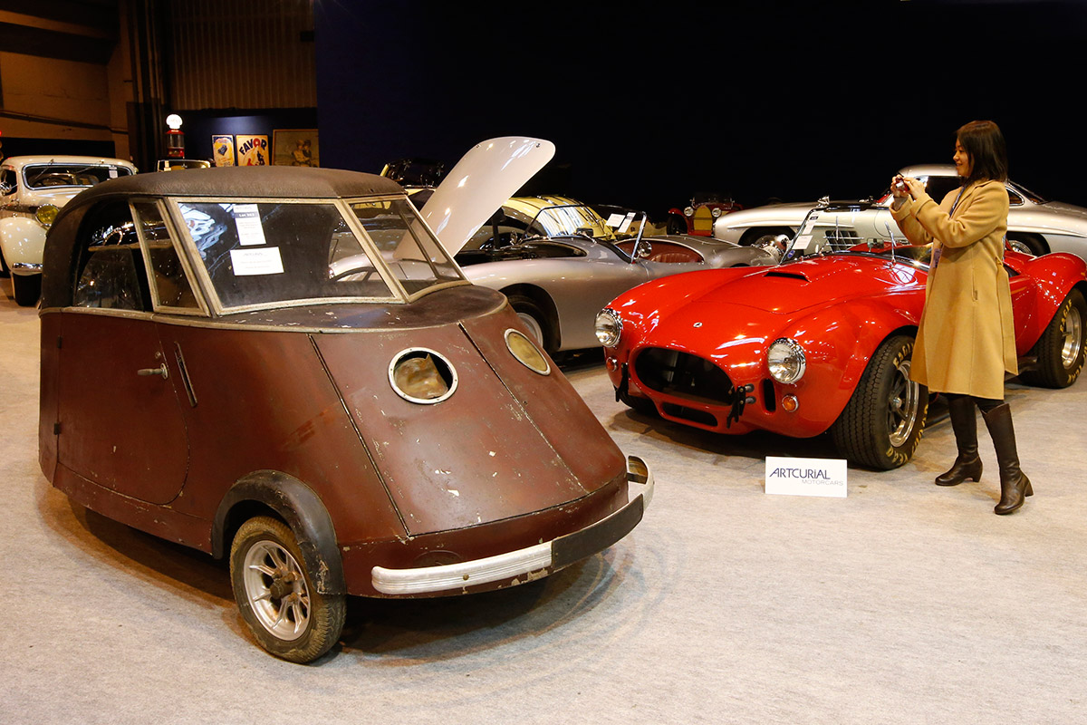 Swan-Shaped Cars and Land Speed Record Vehicles at Retromobile 2014