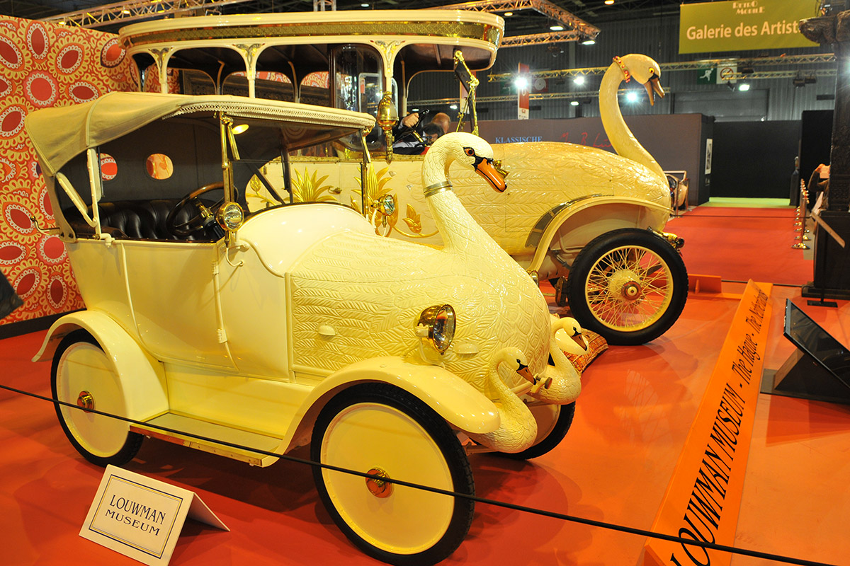 1910 Swan and Cygnet