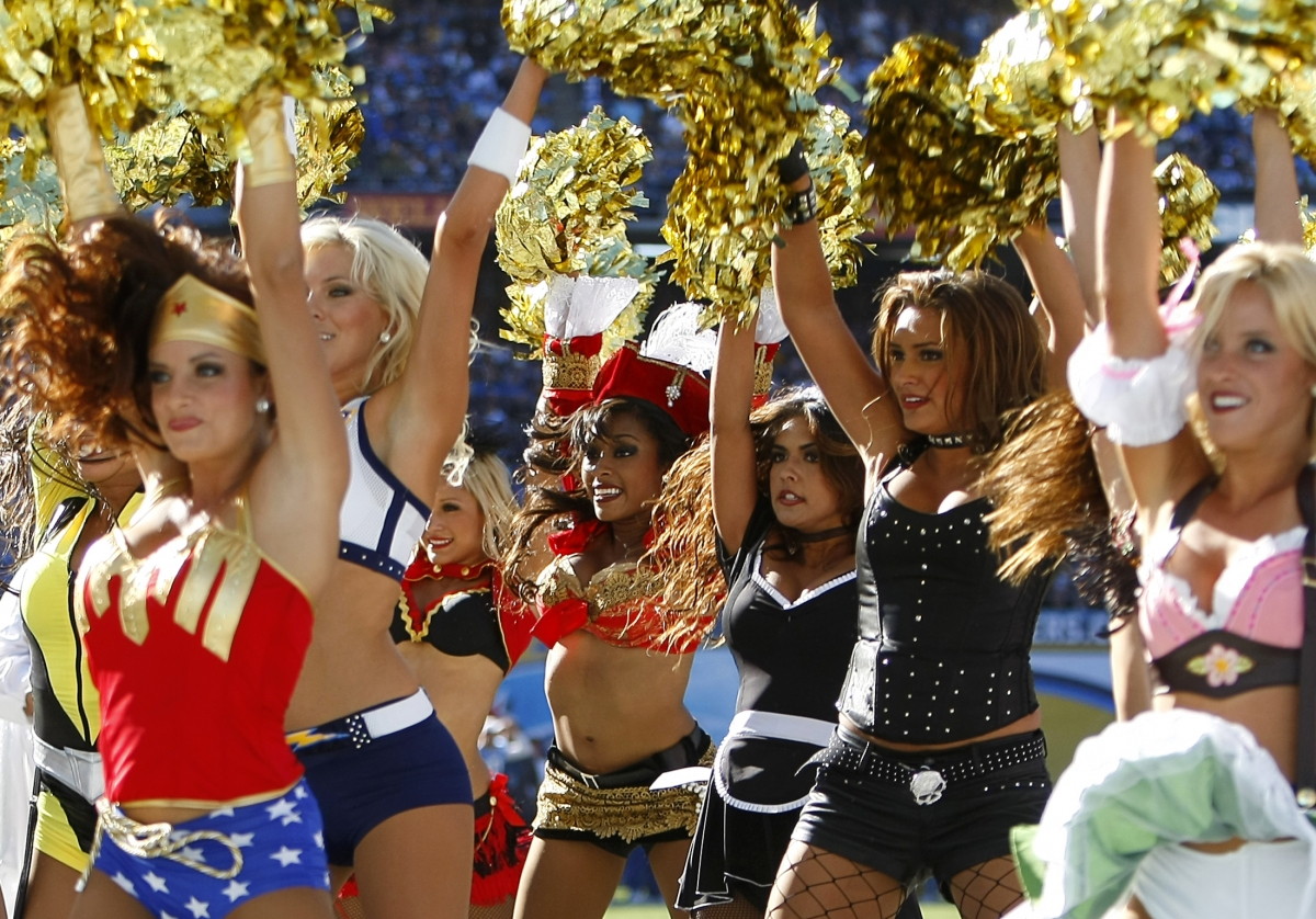Calls for a national strike of US cheerleaders over low pay disputes