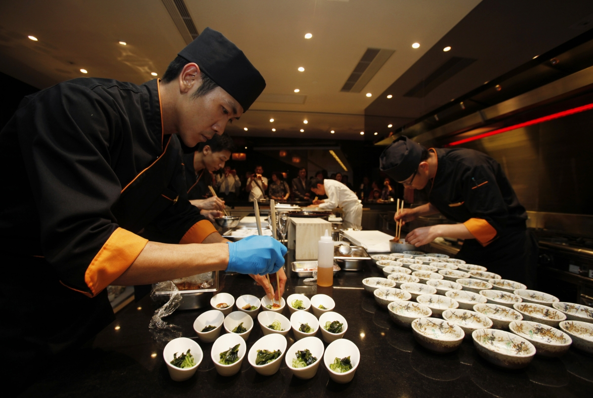 China's Anti-Corruption Measures Drag Down Catering Sector Growth to 21-Year Low