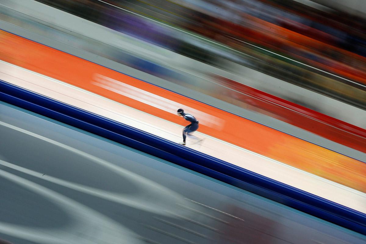 speed skating blur