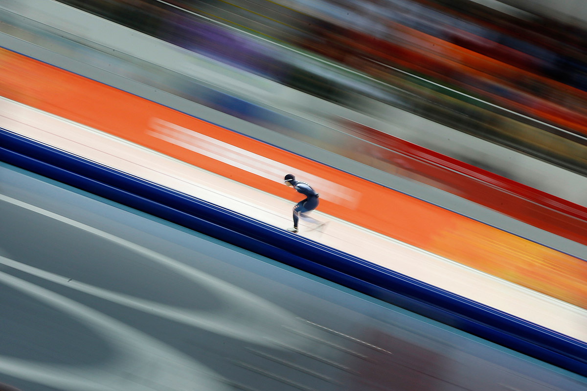 speed skating blur