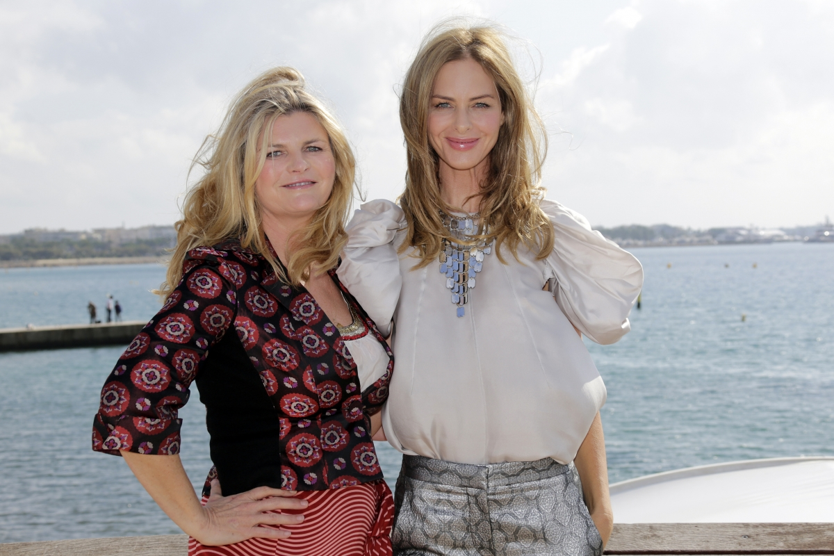 Trinny Woodall (pictured right) from Trinny and Susannah has made a jibe against Nigella Lawson in a blog post