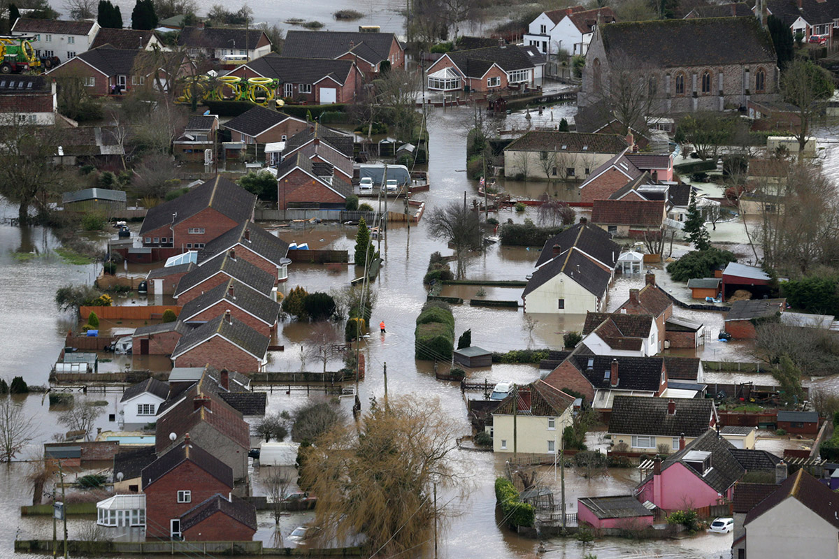 source: http://d.ibtimes.co.uk/en/full/1362238/aerial-flooding-01.jpg
