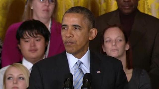 Obama Signs Executive Order Raising Minimum Wage