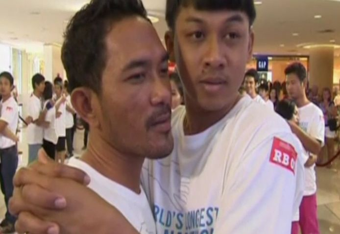 Thai Couples Try to Break Longest Hug Record