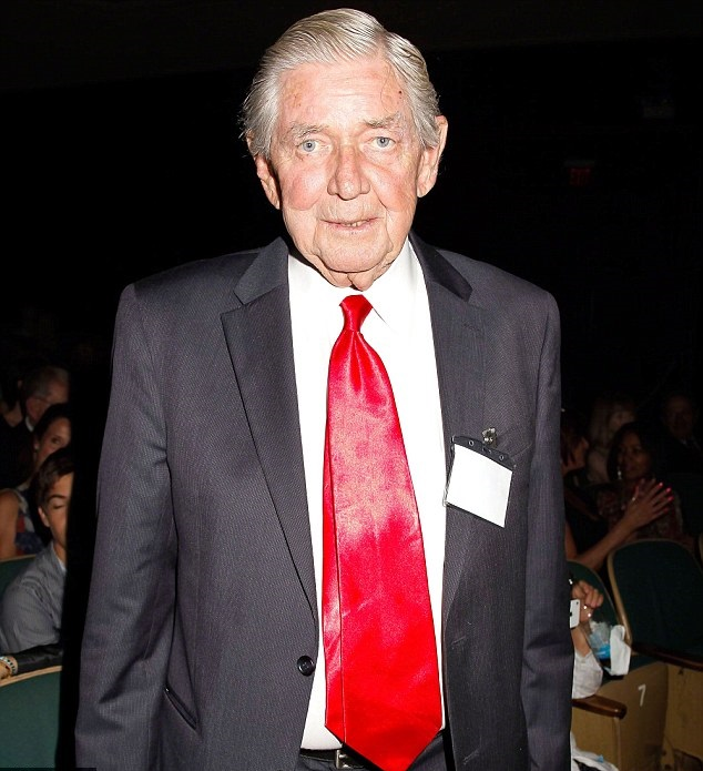 The Waltons Star Ralph Waite Dies Aged 85 Ralph Waite Days Of Our Lives