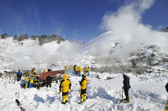 two skiers missing after colorado avalanche