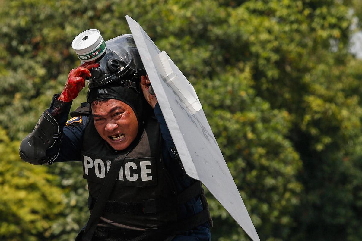 police flee