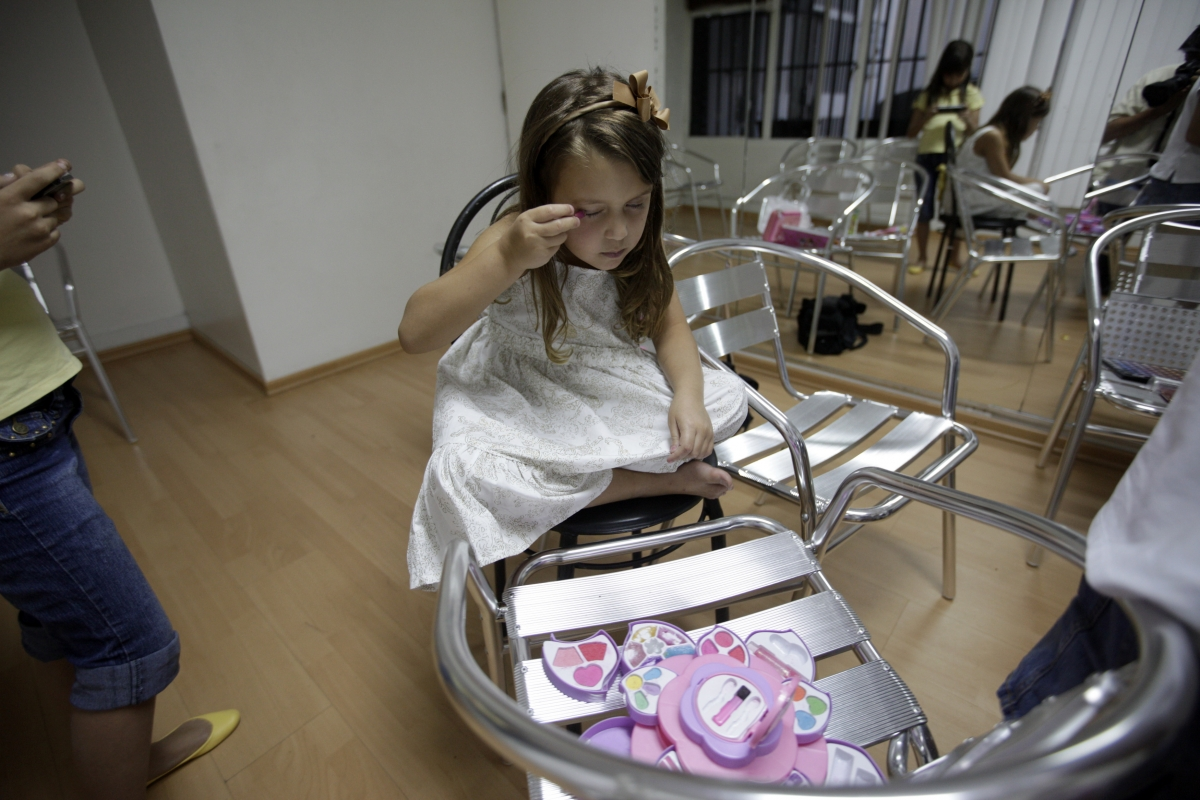 Child beauty contest ban Russia