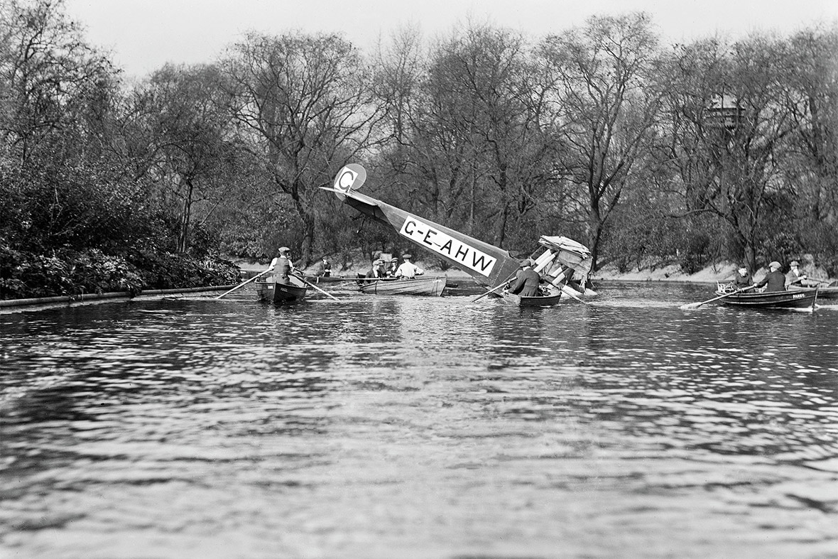 Southwark Boating Lake, Aerofilms Ltd forced landing, 1920