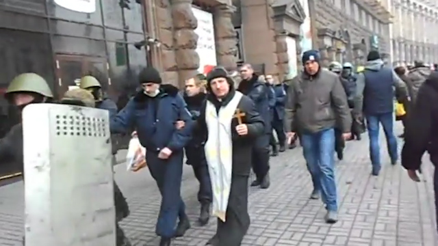 Kiev Protesters Take Riot Police Hostage