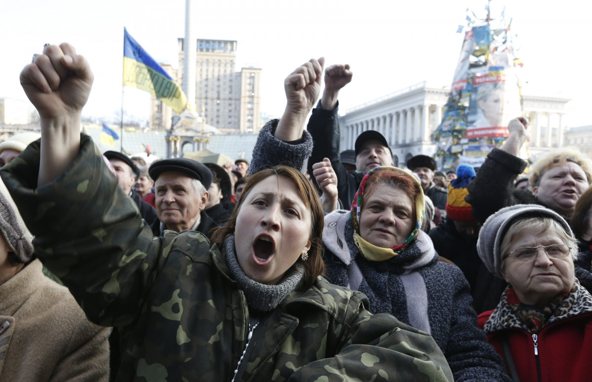 Ukraine protests: Protesters issue fresh ultimatum to Yanukovicy after deal