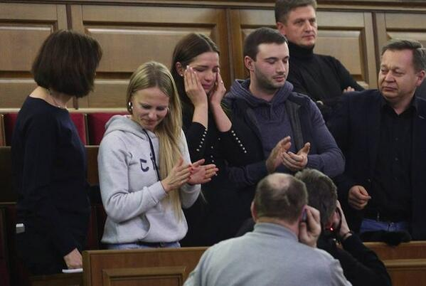 Daughter of Ukrainian opposition leader Yulia Tymoshenko cries in parliament after vote to release her
