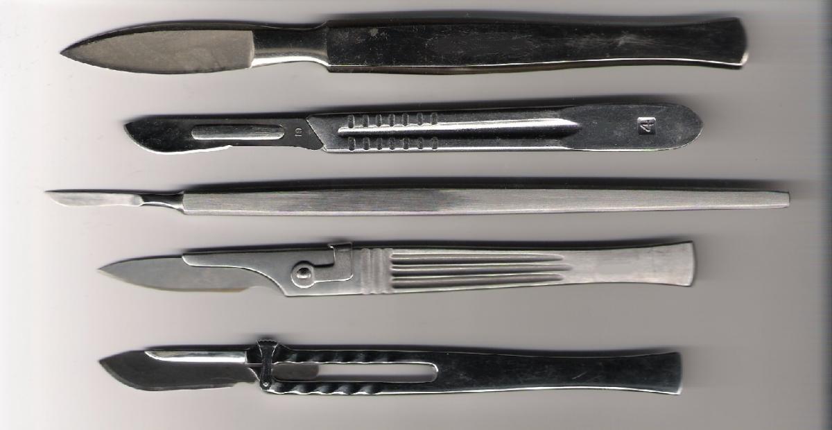 Surgical scapels