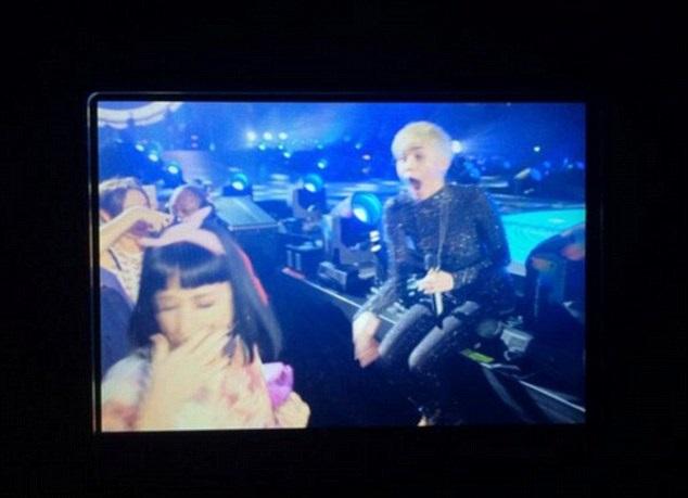 Miley Cyrus Kisses Katy Perry