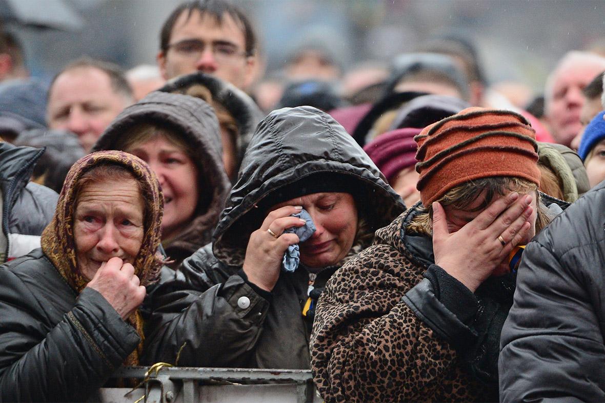 Znalezione obrazy dla zapytania crowd crying