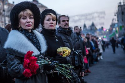 mourners line