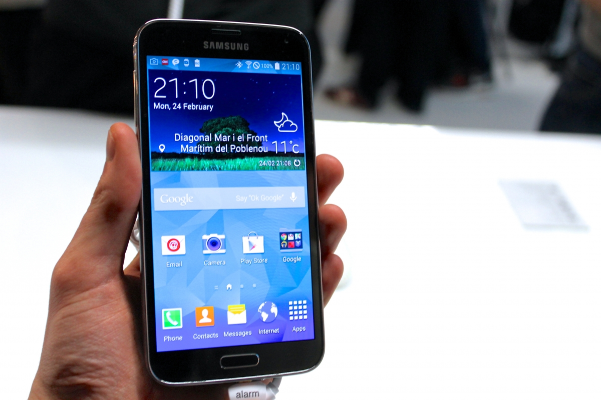 Samsung Galaxy S5 Goes on Sale