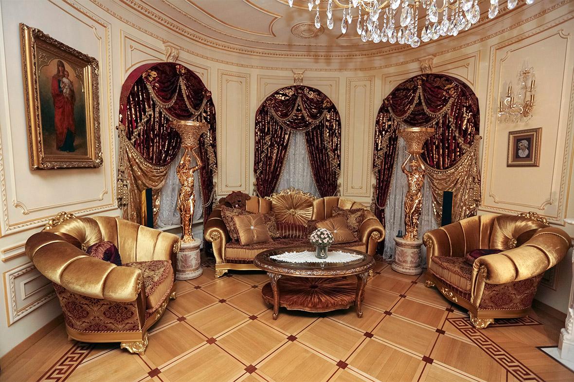 Pshonkas Palace Inside The Kitsch Mansion Of Ukraines