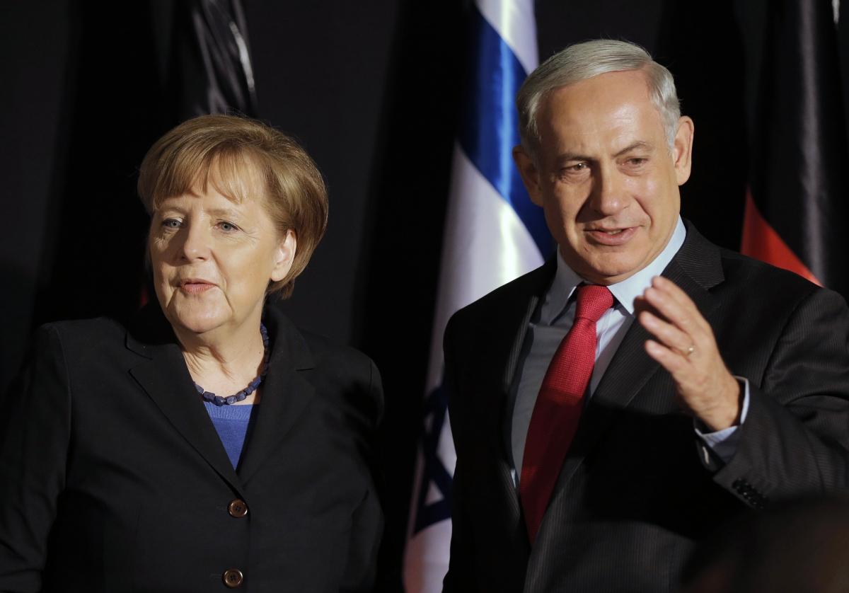 Israel's Prime Minister Benjamin Netanyahu (R) stands next to German Chancellor Angela Merkel