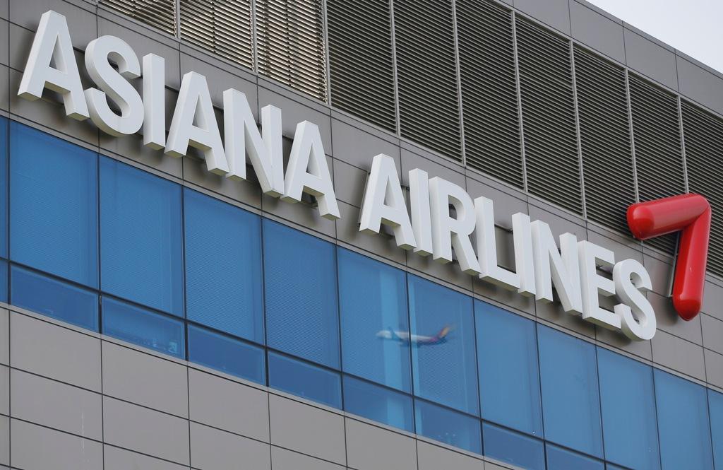 US regulators fine Asiana Airlines $500,000.