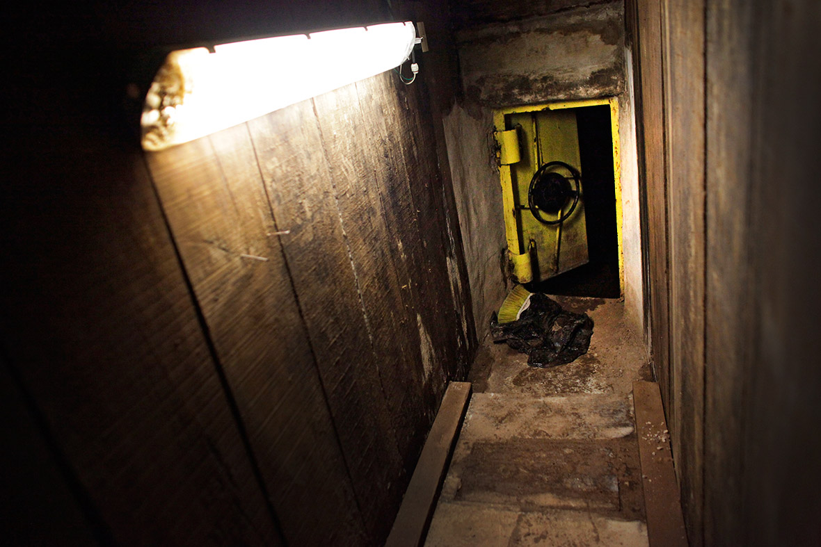 guzman tunnel door
