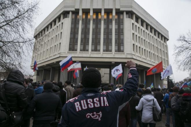 Ukraine protests: Crimea Calls Referendum