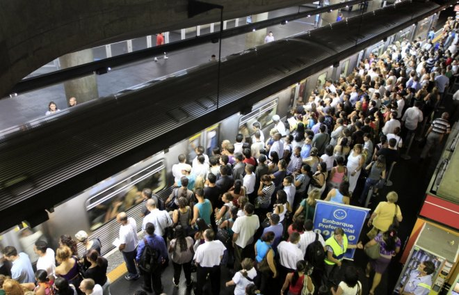 Sao Paulo Woman Pushed In Front of Train