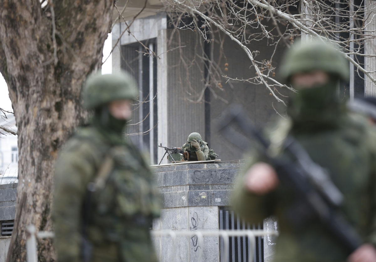 Ukraine: Crimea PM claims control of armed forces