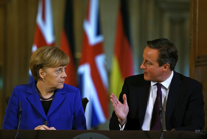 UK PM David Cameron and German Chancellor Angela Merkel have called for restraint amid increasing Russian belligerence in Crimea.