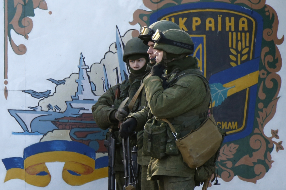 Ukraine Crisis: Russian Military Tightens Grip on Crimea