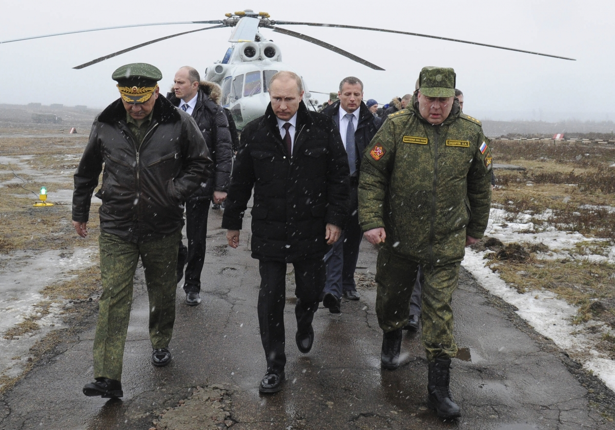 Putin Inspects Russian Troops