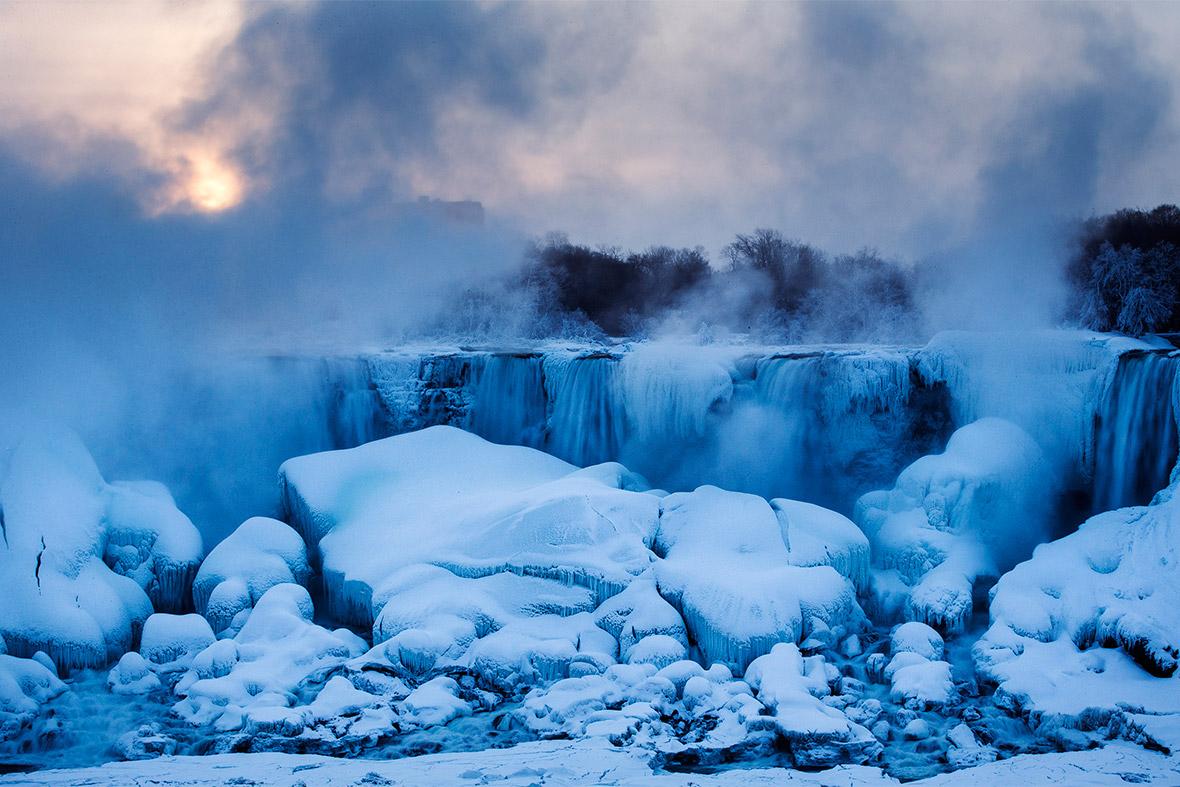 Niagara Falls Freezes Over Beautiful Photos