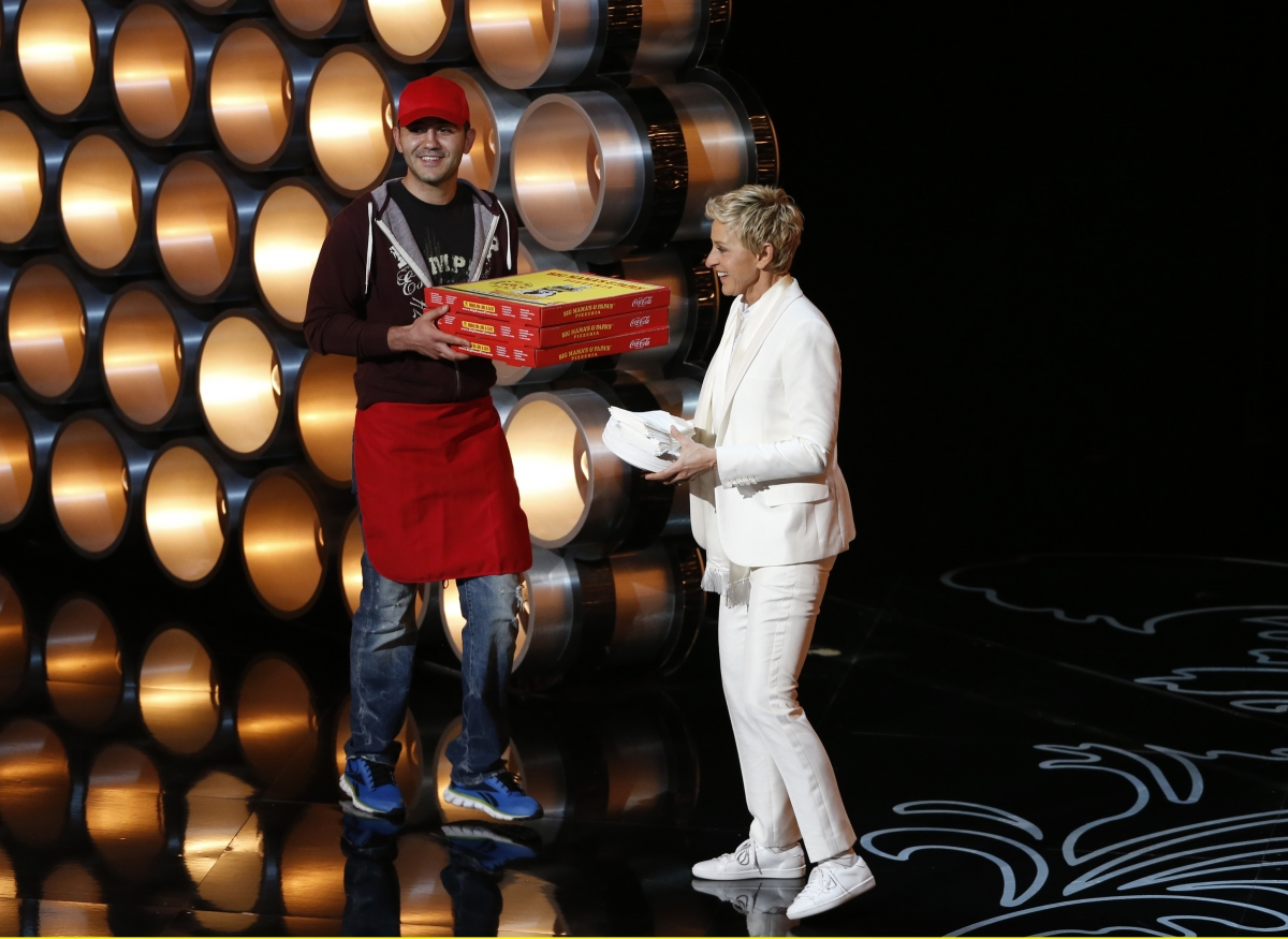 Ellen DeGeneres receives pizza from the delivery man
