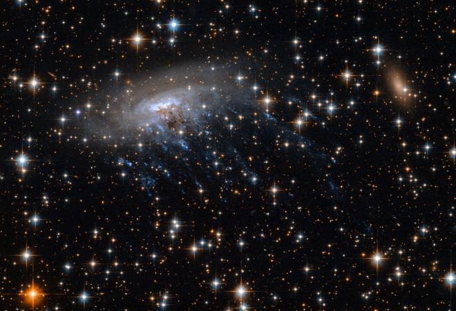 spiral galaxy ESO 137-001 destroys galaxy cluster