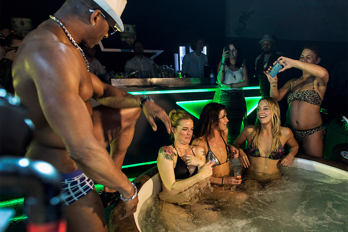 hot tub stripper