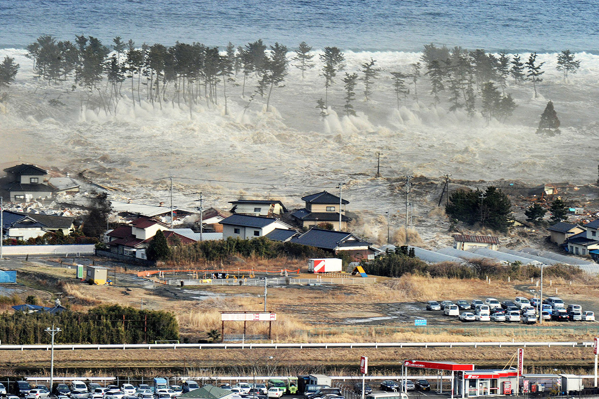 2011 earthquake and tsunami 30 powerful images