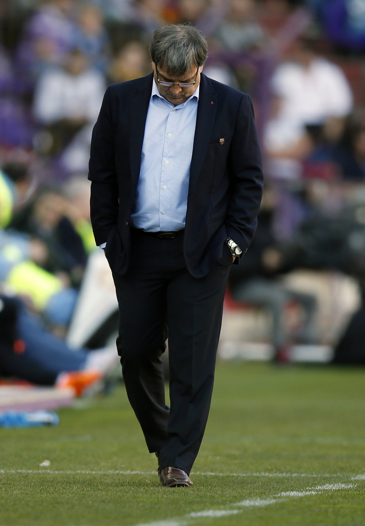 Tata Martino looks down after  Barça's disappointing 1-0 defeat against Valladolid.