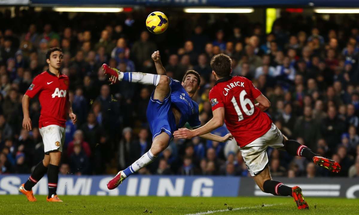 Oscar is challenged by Manchester United's Michael Carrick at Stamford Bridge.
