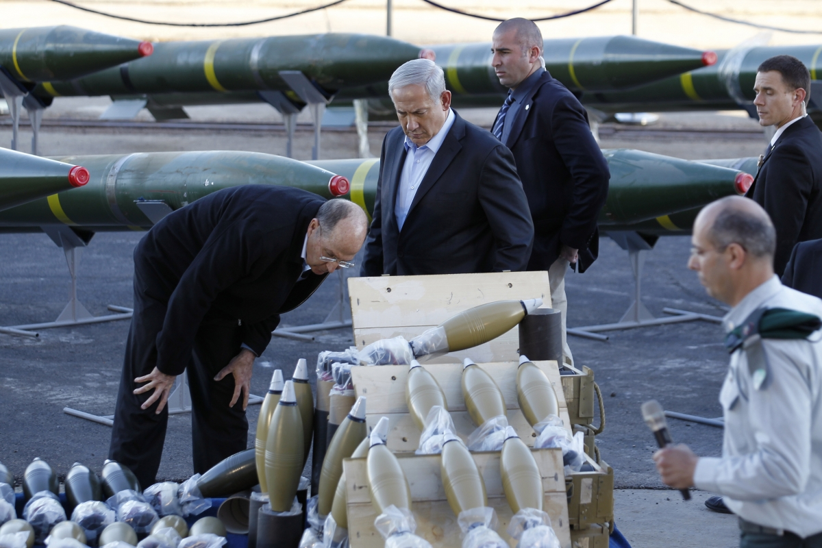 Israel's Prime Minister Benjamin Netanyahu (2nd L) and Defense Minister Moshe Yaalon (L) look at a display of mortar shells