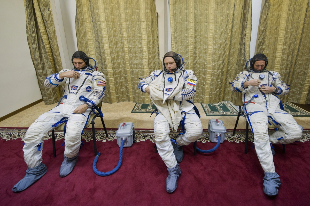 Trio astronauts land in Kazakhstan