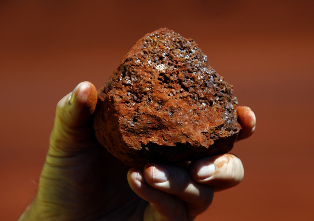 Chinese Firms Rushing to Sell Iron Ore to Repay Loans After Prices Tumble