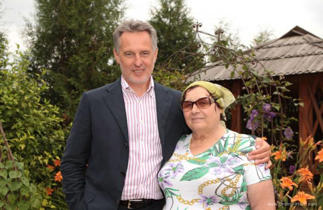 Dmitry Firtash with his mother Maria Grigorievna