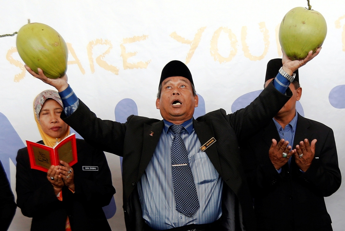 Missing Malaysian airlines flight and bomoh rituals at airport