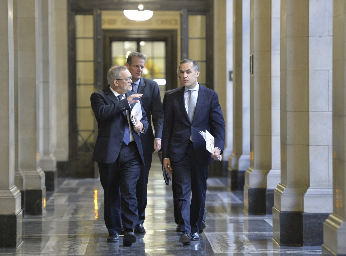 Bank of England Governor Mark Carney (R) chats with deputy Governor Charlie Bean (L)