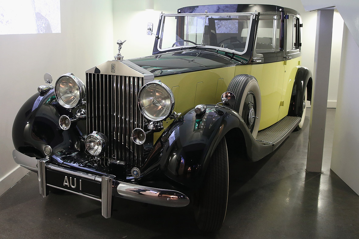 A 1937 Rolls-Royce Phantom III Barker Sedanca de Ville with the licence plate AU1, used in Goldfinger 1964
