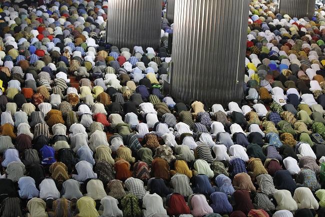 Islamic cleric Saiful Sardi Jayadi sacked from MUI Bogor after Threesome Sex Tape