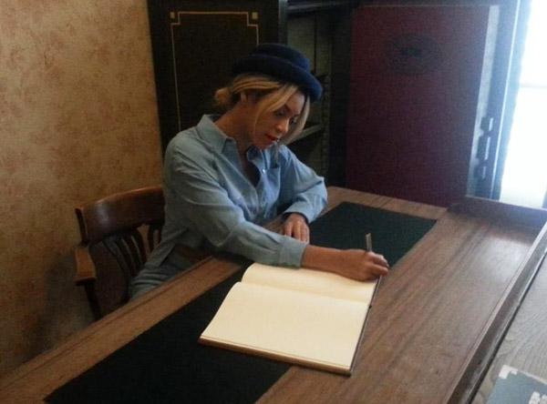Beyonc 233 Amp Jay Z Visit Anne Frank Museum In Amsterdam