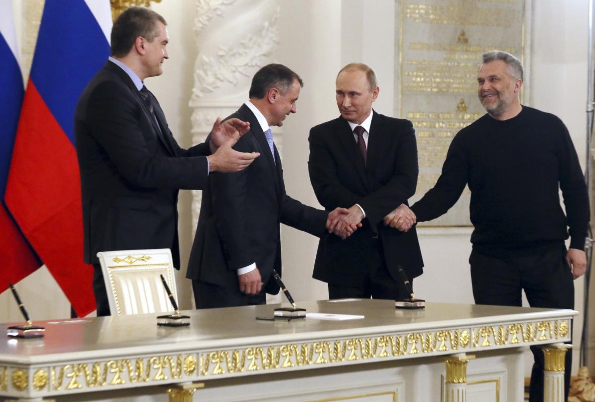 Putin Pledges to Keep Salary in Bank Rossiya Despite US Sanctions over Crimea Referendum